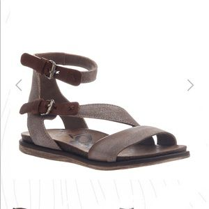 OTBT March on leather sandals